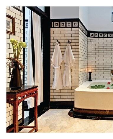 Badrum i Art Déco stil blir oftast vackra , typiskt är det svart/vita och ornament.