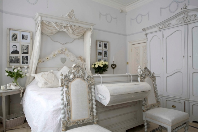 handmade%20bespoke%20gustavian%20bed%20coronet%20and%20armoire%20(1)