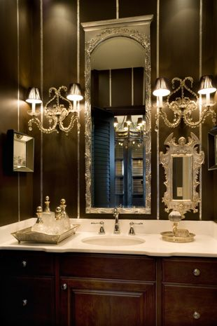 Svart badrum