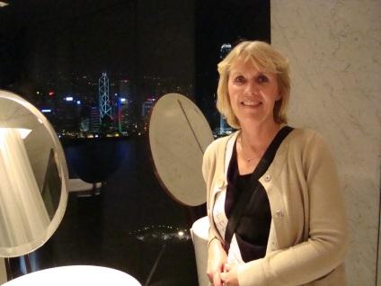 Maud på Peninsula hotel i HK
