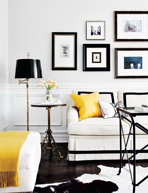svart vitt gul kudde