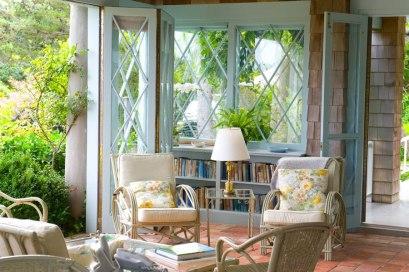 item2.rendition.slideshowHorizontal.grey-gardens-03-grey-gardens-home-original-wicker-furniture (1)