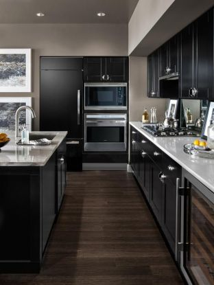 Black and whie kitchen