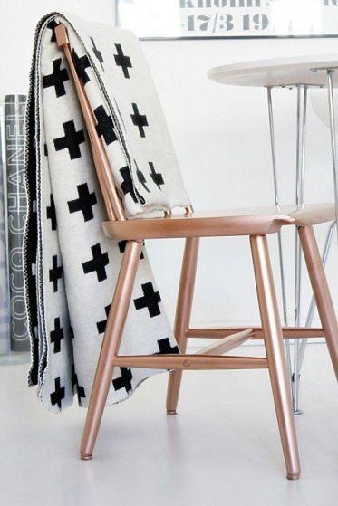 sprayfärgad stol