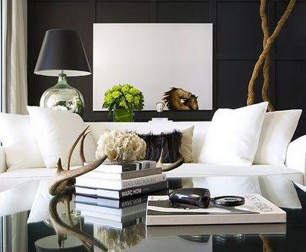 svart vägg vit soffa sofoistikerat